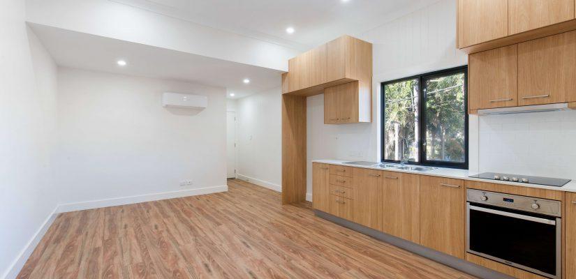 Cuisine moderne en bois d'un appartement neuf